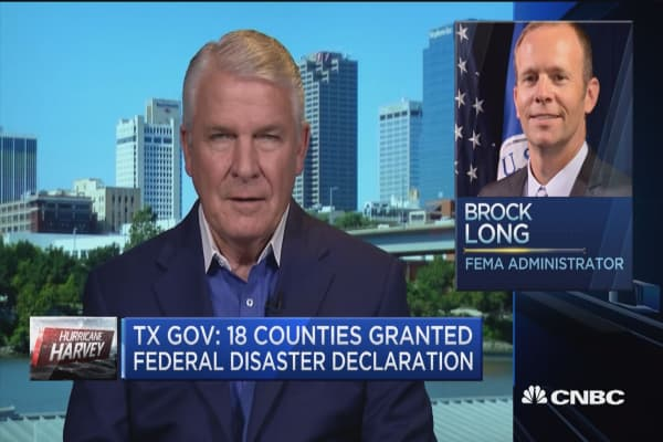 Would make a big difference for Trump to visit a shelter in Texas: Former FEMA director
