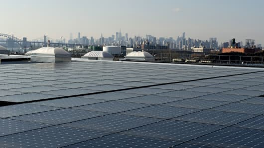 The rooftop of Jetro Restaurant Depot in the Bronx, with a view of Manhattan. The 1.6-megawatt installation, installed in 2014 and highlighted by Gov. Andrew Cuomo, is covered with 4,760 solar panels.
