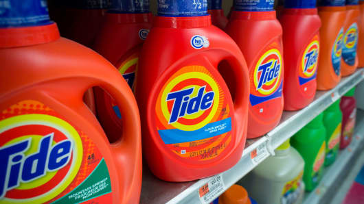 Containers of Tide detergent on grocery store shelves.