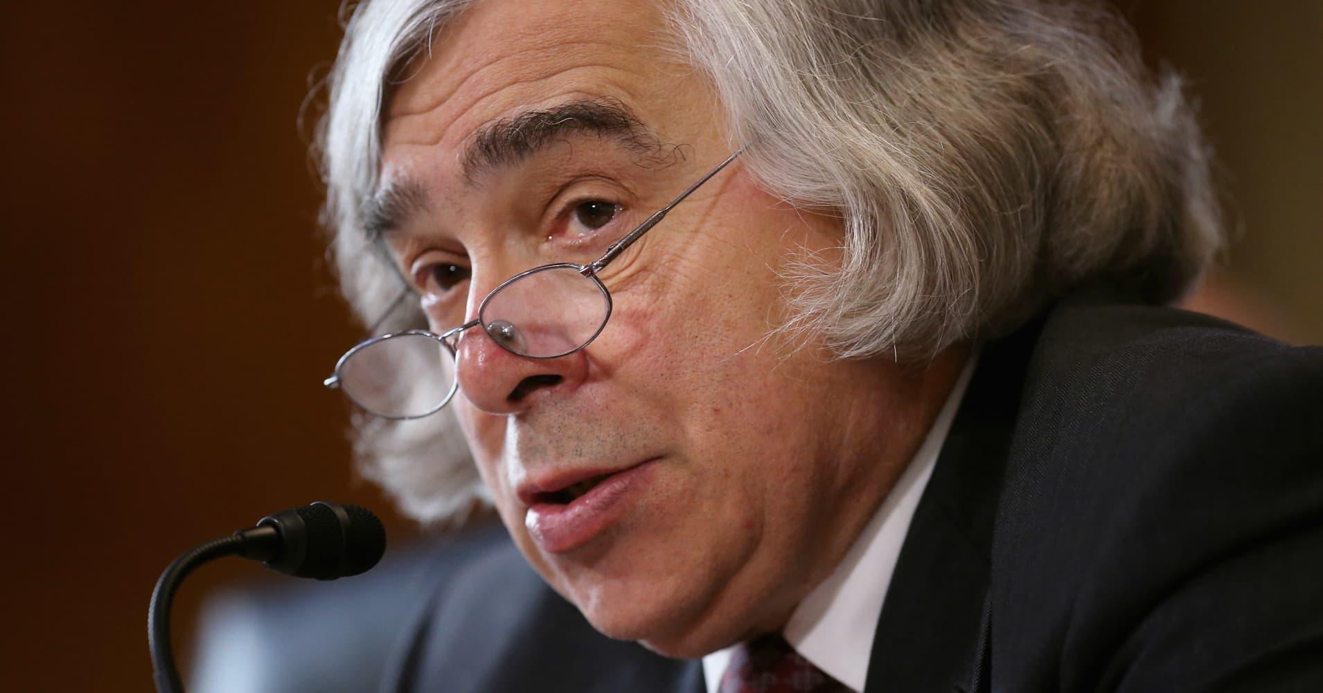 Current nuclear threats on par with Cuban missile crisis, former US Energy secretary says