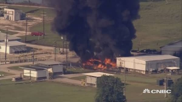 Texas chemical plant fire rages