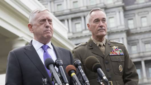 James Mattis, U.S. secretary of defense, and General Joseph Dunford, chairman of the U.S. Joint Chiefs of Staff, at a news conference on the North Korea situation outside of the White House in Washington, D.C., U.S., on Sept. 3, 2017.