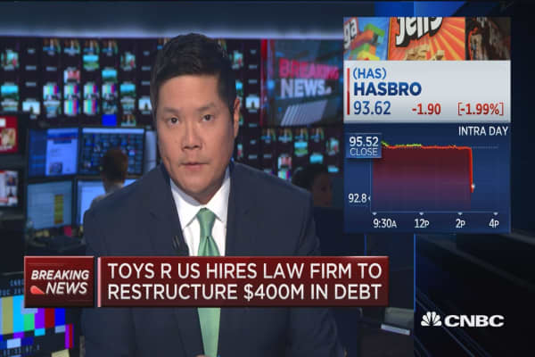 Toys R Us hires law firm to restructure $400M in debt