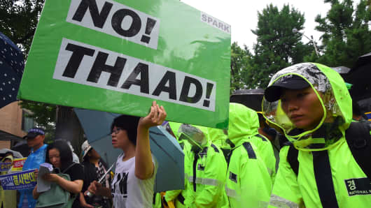 A South Korean protestor holds up a placard reading 'No THAAD!' during a rally against the deployment of the US Terminal High Altitude Area Defense (THAAD) system near the presidential Blue House in Seoul on July 31, 2017.