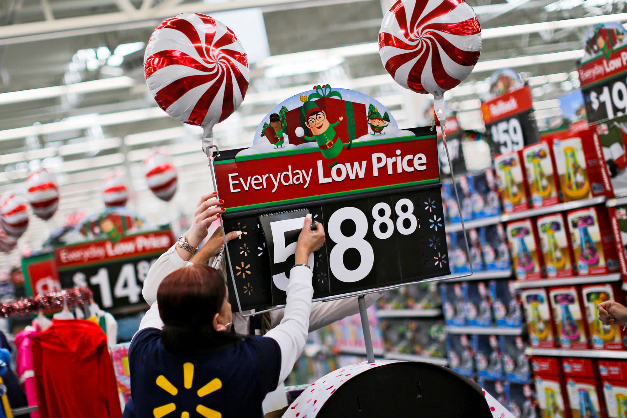0ff5af28a2 Walmart expects best holiday season ever with new tech in stores