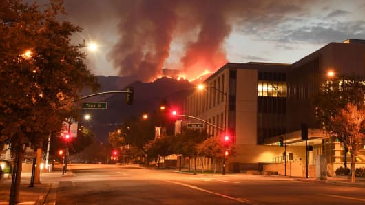 The La Tuna fire burns above downtown Burbank, California, on September 3, 2017.