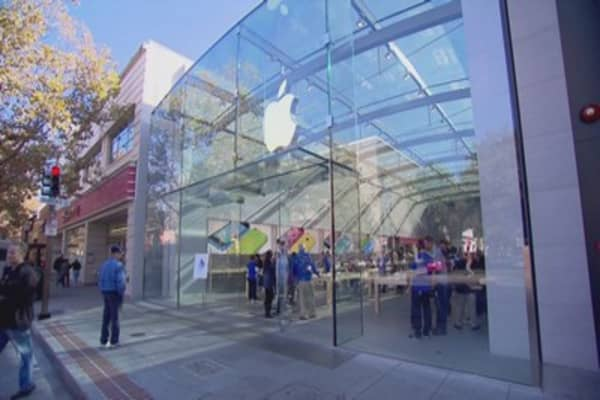 Apple shares dip after WSJ report