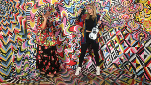 Two attendees pose in front of the nonsponsored Become the Masterpiece room created by Alexa Meade at the 2017 29Rooms event in Brooklyn.
