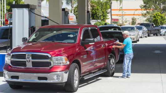 Gas prices rise in Las Vegas