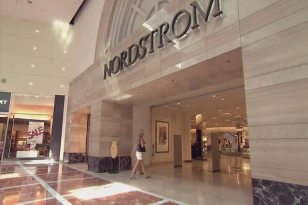 Nordstrom to roll out stores with no merchandise