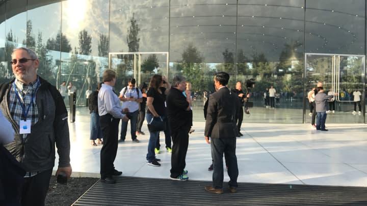 CNBC Tech: Apple Park 3