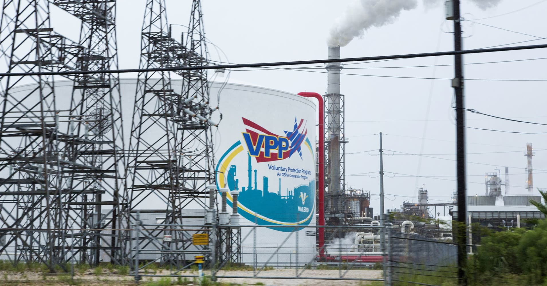 Vlo Stock Quote Cramer's Charts Suggest Refinery Shutdowns Could Mean Gains For Energy