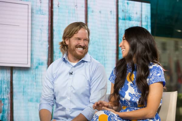 hgtv 39 s chip and joanna gaines at the nyse. Black Bedroom Furniture Sets. Home Design Ideas