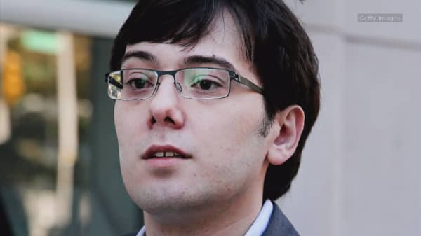 Martin Shkreli apologizes for bizarre Facebook post offering cash for Hillary Clinton's hair