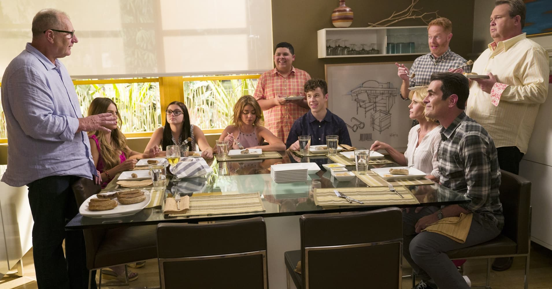 "The Dunphy-Pritchett-Tucker clan reunites on ABC'S ""Modern Family."""