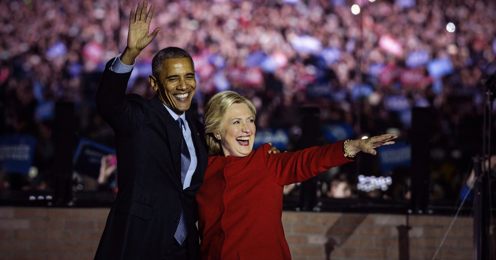 Hillary Clinton, 2016 Democratic presidential nominee, right, and U.S. President Barack Obama wave to the crowd during a campaign event in Philadelphia, Pennsylvania, U.S., on Monday, Nov. 7, 2016.