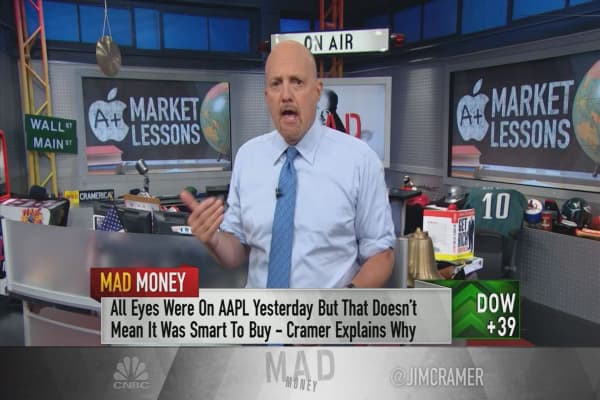 Cramer uses Apple to outline the differences between trading and investing