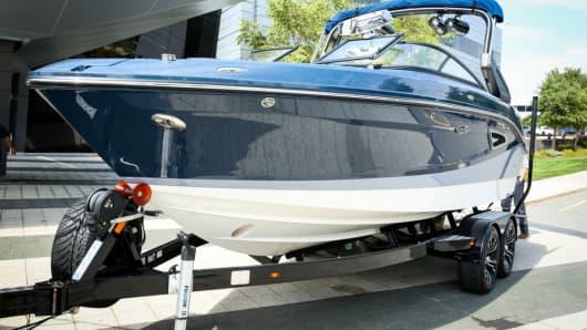 Brunswick Corp Sea Ray SLX – W230.
