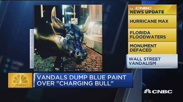 Vandals dump blue paint over 'Charging Bull