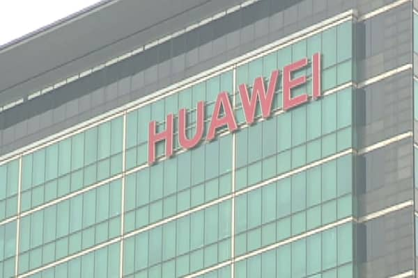 Huawei is making fun of Apple and the iPhone X in a new ad