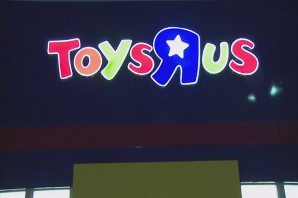 Toys R Us could file for bankruptcy as soon as this week, sources say
