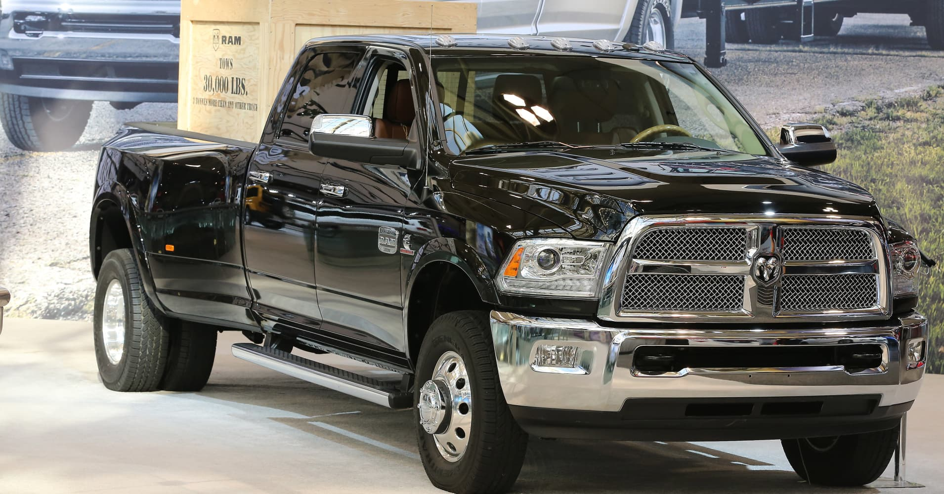 fiat chrysler recalling nearly 500 000 ram pickup trucks for fire risk. Black Bedroom Furniture Sets. Home Design Ideas