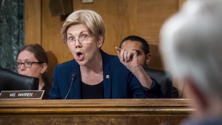 Senator Elizabeth Warren, a Democrat from Massachusetts, questions John Stumpf, chief executive officer of Wells Fargo & Co., during the Senate Committee on Banking, Housing, and Urban Affairs in Washington, D.C., U.S., on Tuesday, Sept. 20, 2016.