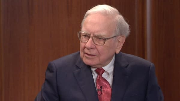 Buffett calls pessimists about the U.S. 'out of their mind'