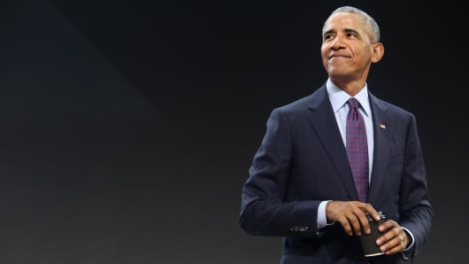 ormer U.S. President Barack Obama prepares to leave the Gates Foundation Inaugural Goalkeepers event after speaking there on September 20, 2017 in New York City.