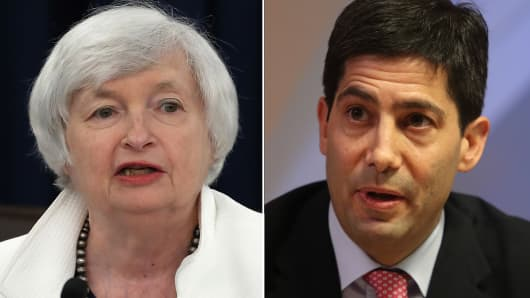 Fed Chair Janet Yellen (L) and Kevin Warsh, former governor of the U.S. Federal Reserve board.