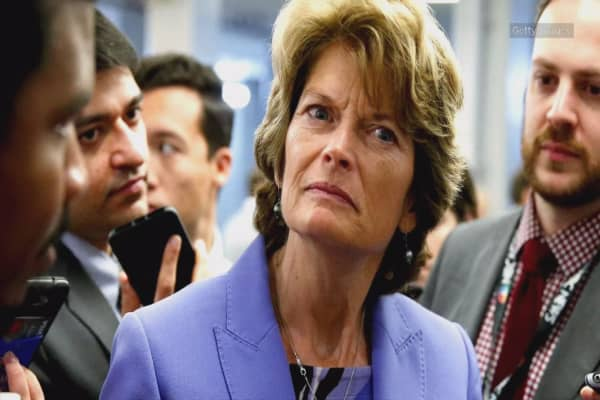 Republicans reportedly try to win Lisa Murkowski's vote for Obamacare repeal