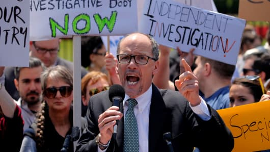 Democratic National Committee Chairman Tom Perez rallies with protesters against U.S. President Donald Trump's firing of Federal Bureau of Investigation (FBI) Director James Comey, outside the White House in Washington, U.S. May 10, 2017.