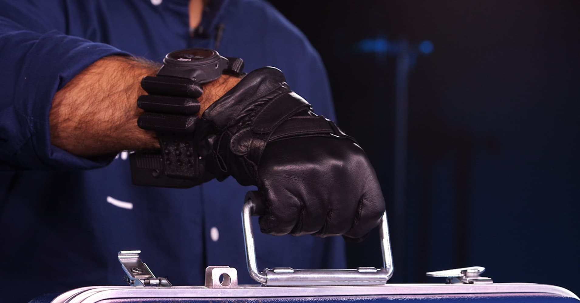 This Robotic Smart Glove is like Wearing a Bionic Hand
