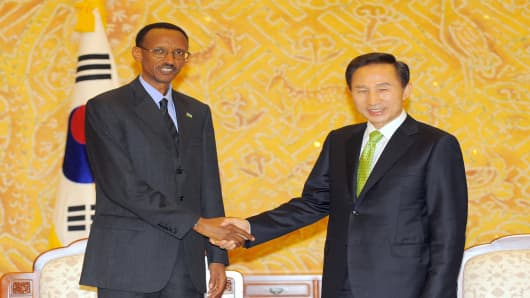 Then-South Korean President Lee Myung-Bak (R) shakes hands with Rwandan President Paul Kagame (L) during a meeting in Seoul, South Korea, on May 31, 2008.