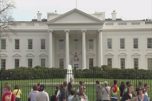 White House issues updated travel ban, with fresh restrictions on who can enter US