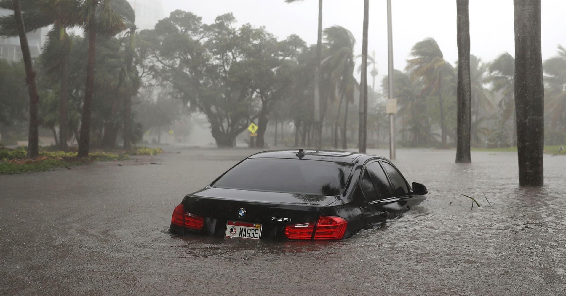 104730254-gettyimages-845353800-flood-car.1910x1000
