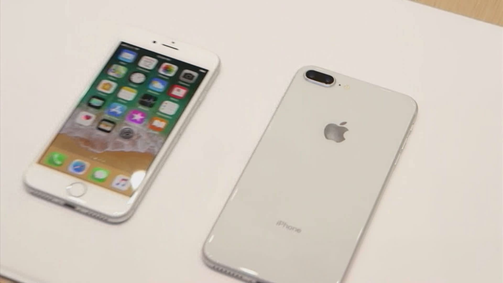 How much Apple iPhone 8 models cost to make and how much they are sold for