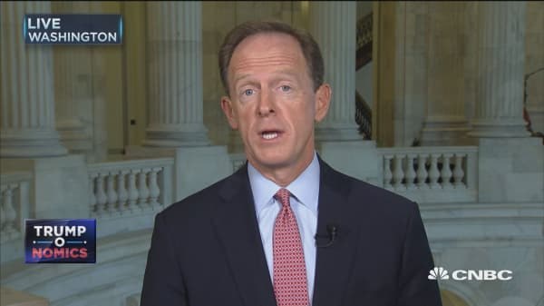Sen. Pat Toomey on NFL anthem protests: I think they ought to be standing