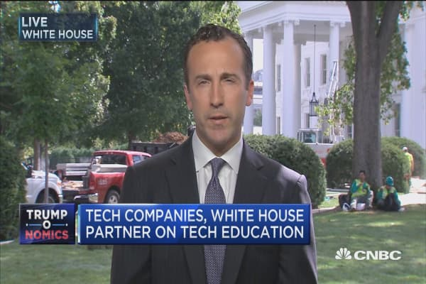 Tech companies, White House partner on tech education