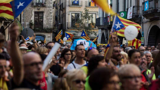 Catalonia urges European Union  to mediate on independence, 'secretly prints' referendum ballots