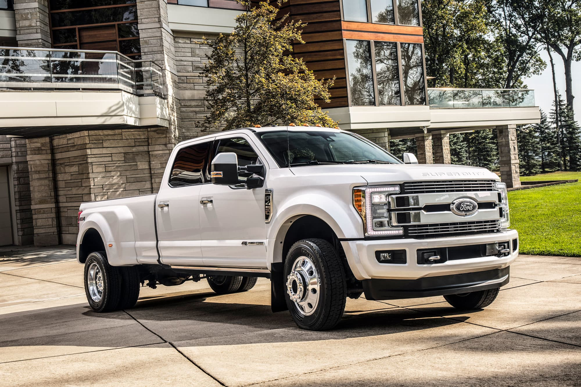 Ford Bets Theres A Market For Its 100000 F 450 Pickup Trucks