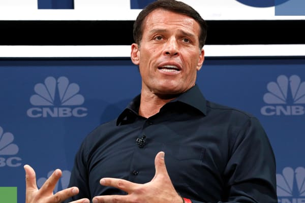 Tony Robbins says these are the 3 biggest reasons investors fail. Hint: It's all about you