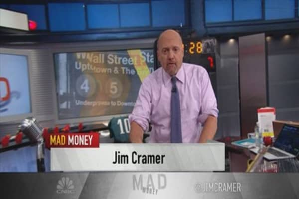 Cramer's lightning round: Re-pounding the table on DowDuPont