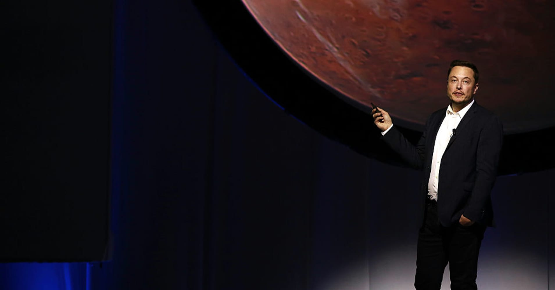 Cramer: 'We'll be on Mars' by the time the SEC penalizes Tesla for Elon Musk tweet
