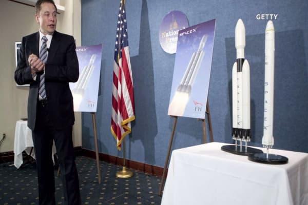 Elon Musk unveils SpaceX voyage plan to Mars