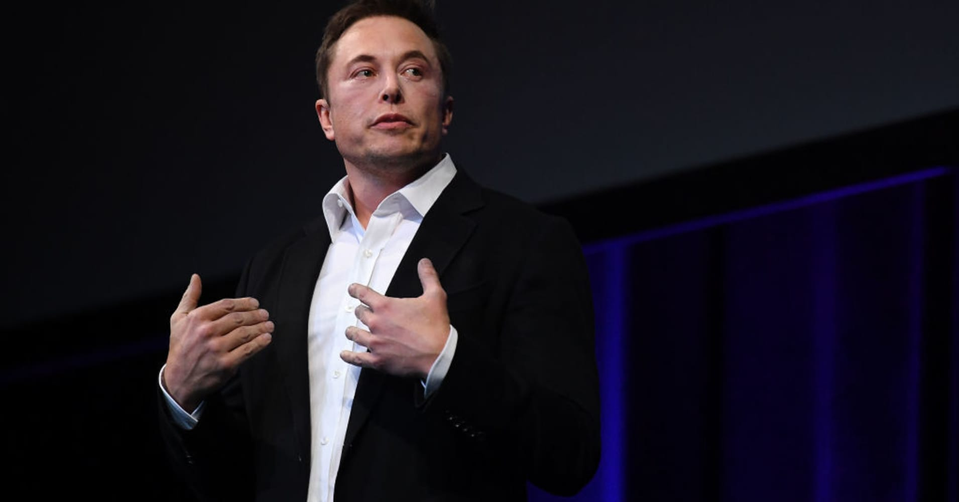 Musk's SpaceX plans cargo trips to Mars by 2022, humans by 2024