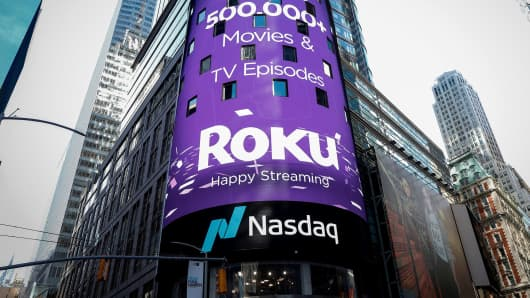 A video sign displays the logo for Roku Inc, a Fox-backed video streaming firm, in Times Square after the company's IPO at the Nasdaq Market in New York, U.S., September 28, 2017.