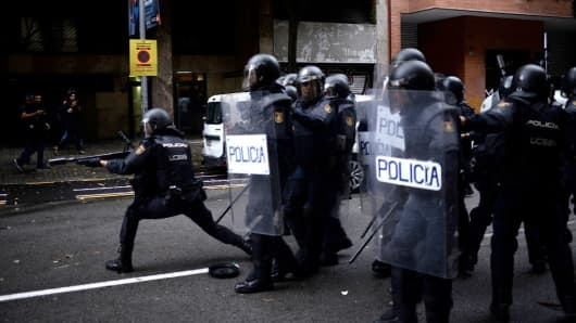 People protest as police try to control the area in their attempt to cast their ballot today at a polling station in the referendum vote on October 1, 2017 in Barcelona, Spain.