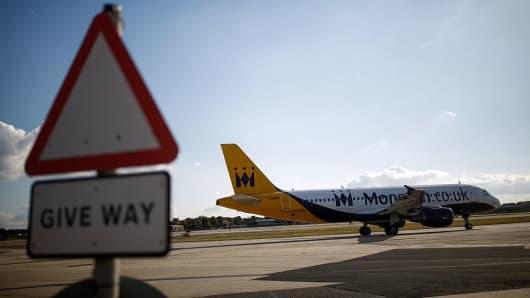 Resultado de imagen de monarch airlines