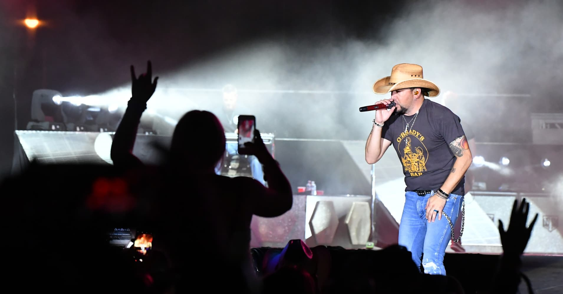 Recording artist Jason Aldean performs during the Route 91 Harvest country music festival at the Las Vegas Village on October 1, 2017 in Las Vegas, Nevada.